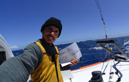 Didac Costa in the middle of the Pacific